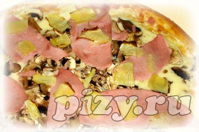 Пицца Гаваи с ананасами