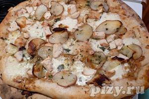 Пицца с розмарином, курицей и картофелем