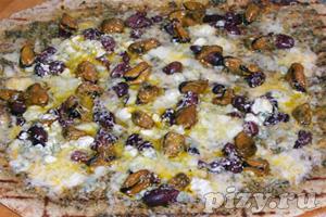 Рецепт пиццы на  гриле с копчеными мидиями